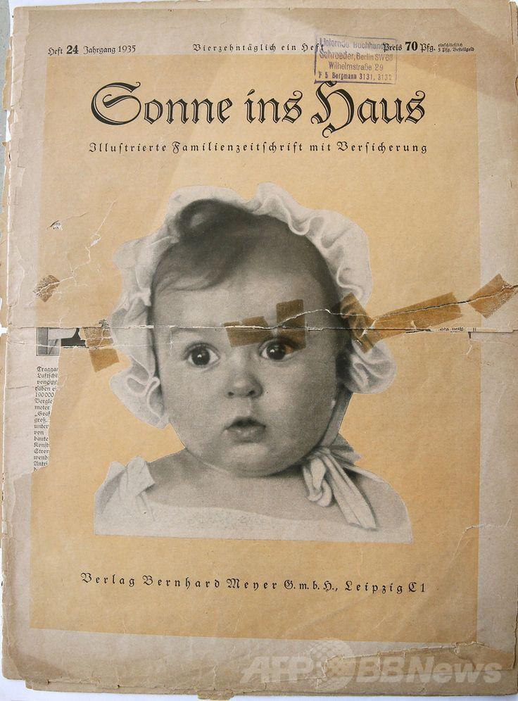イスラエル政府のホロコースト追悼記念館「ヤド・バシェム(Yad Vashem)」に寄贈されたドイツの家庭雑誌「Sonnie ins Hous」の表紙。中央の写真はナチス・ドイツ(Nazi)が「アーリア人のポスター・チャイルド(シンボル)」として選んだものだが、実際は生後6か月の時に撮影されたユダヤ人のへシー・タフト(Hessy Taft)さんの写真だった(2014年7月8日撮影)。(c)AFP/GALI TIBBON ▼9Jul2014AFP|「最も美しいドイツ・アーリア人の赤ちゃん」、実はユダヤ人 http://www.afpbb.com/articles/-/3020058 #Sonnie_ins_Hous #Hessy_Taft