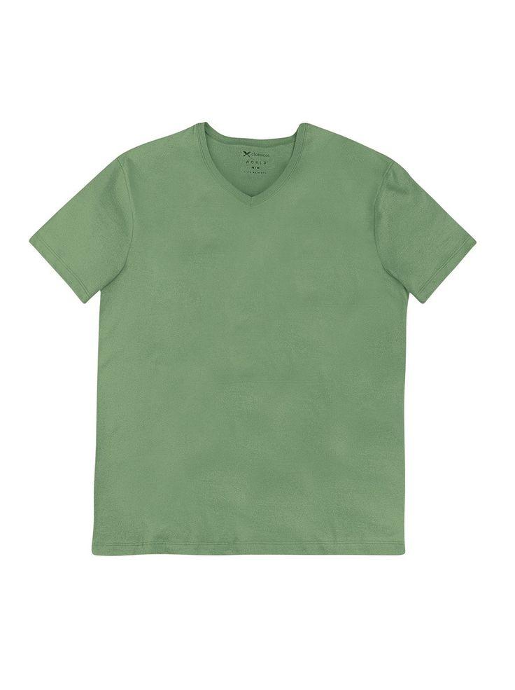 Camiseta masculina elaborada em 100% algodão,  que promove conforto e toque macio. Conta com modelagem slim que proporciona ajuste ao corpo, barra reta, meia manga e decote em V. Perfeita para combinações modernas no dia a dia!