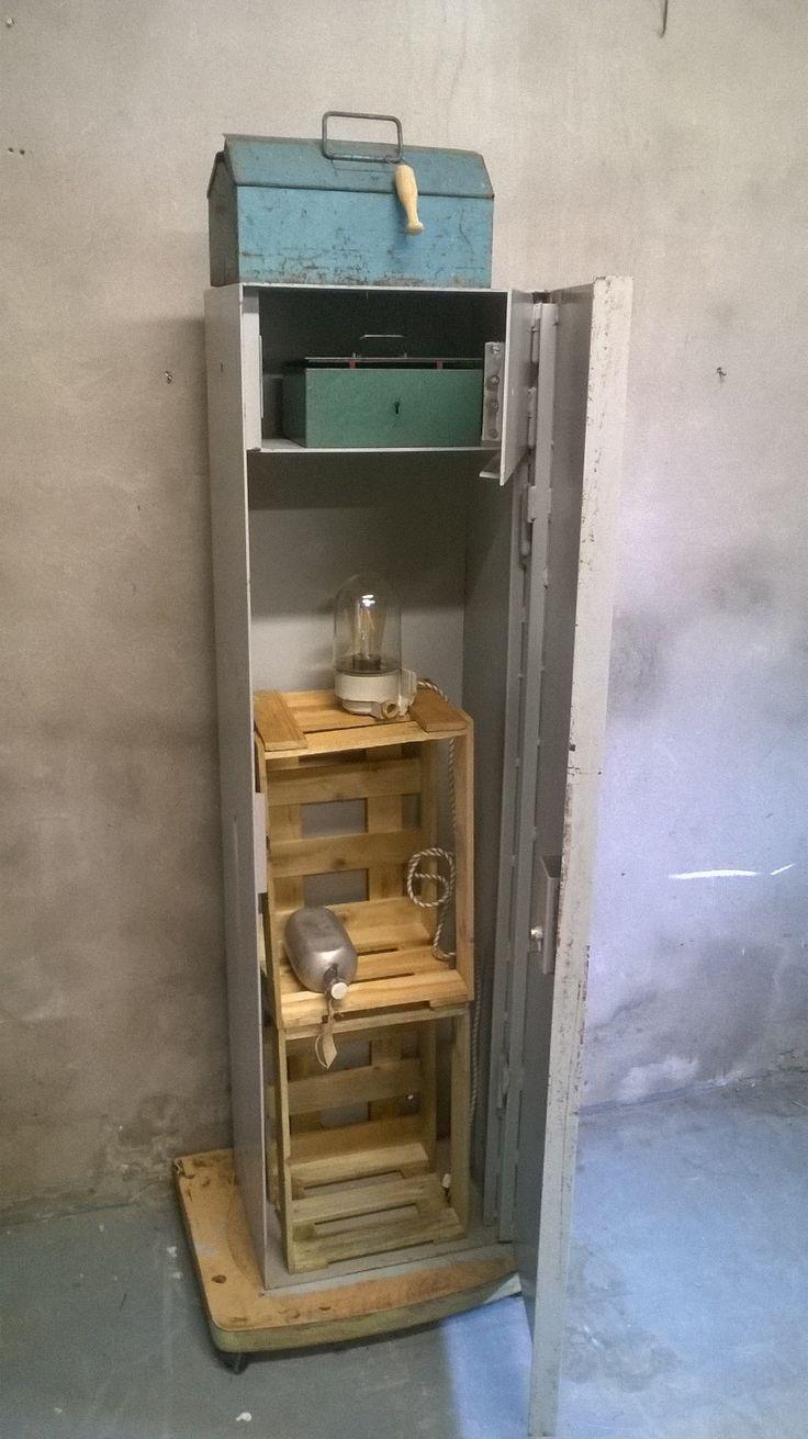 Oude wapenkast in je interieur! #staal #stoer #industrieel www.als-nieuw.com