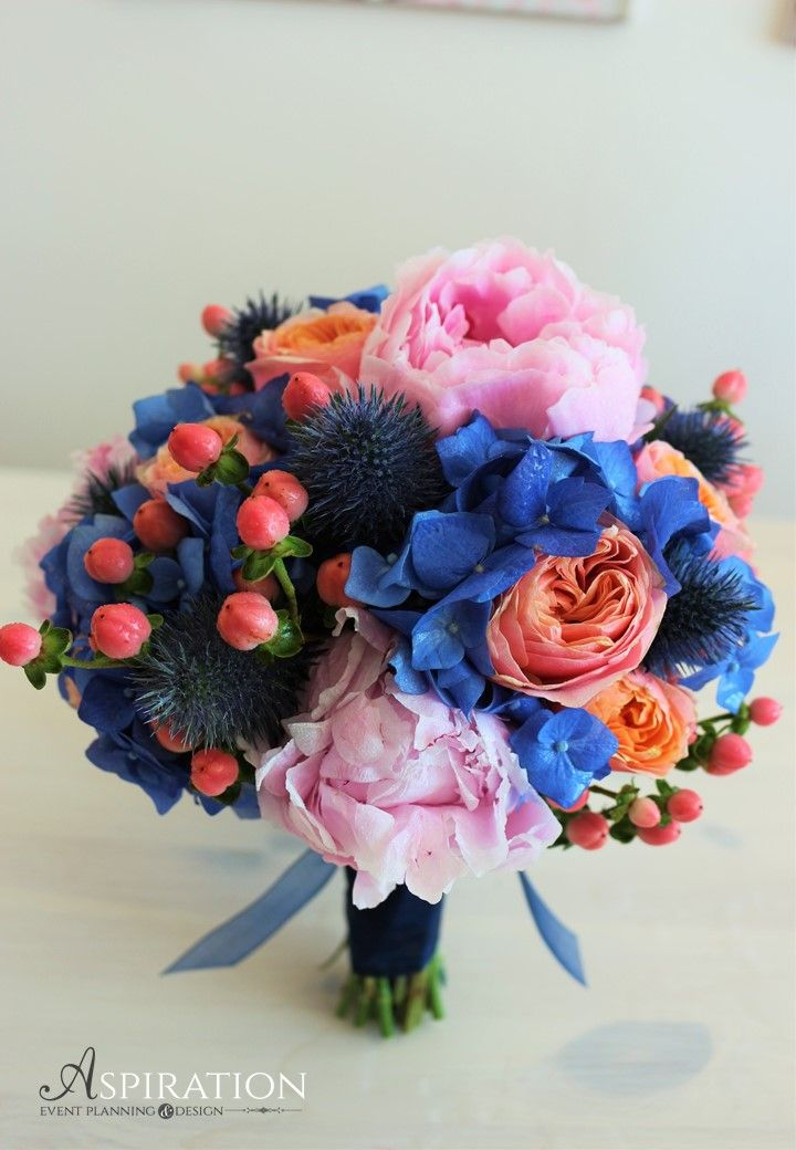 Blue bouquet Buchet de nasa cu hortensie albastra si bujori roz Aspiration Events