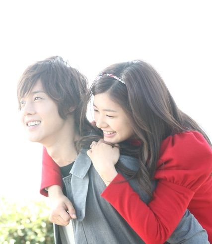 Playful Kiss Leads: Baek Seung Jo (played by Kim Hyun Joong) and Oh Ha Ni (played by Jung So Min). They are way too cute!