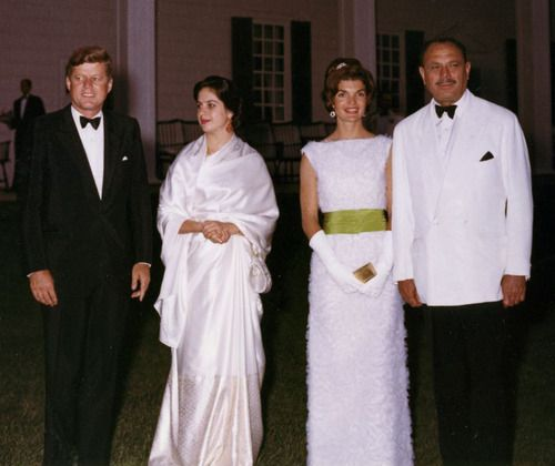 1961. 11 Juillet. President and Mrs. Kennedy with the President of Pakistan, Mohammed Ayub Khan and his wife - at a State Dinner hosted on the lawn of Mt. Vernon