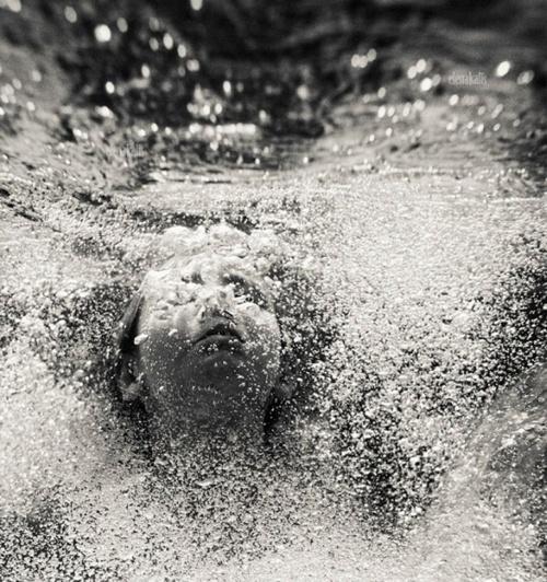 Amazing Black & White underwater photography by Russian photographer Elena Kalis