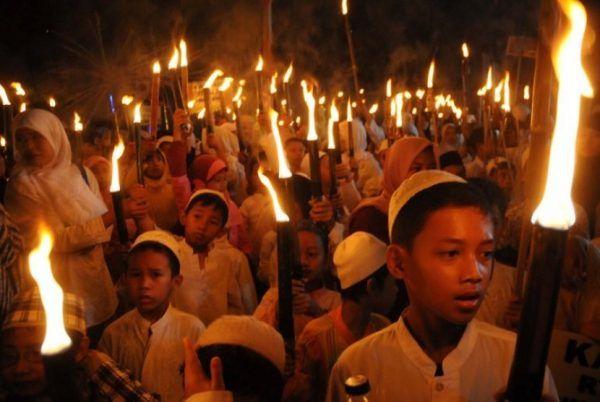 Sambut Ramadhan, warga Muntok gelar pawai obor