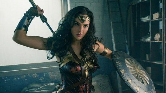 Вовремя панели студии Warner Bros. впервые показали трейлеры фильмов «Чудо-женщина» и«Лига…