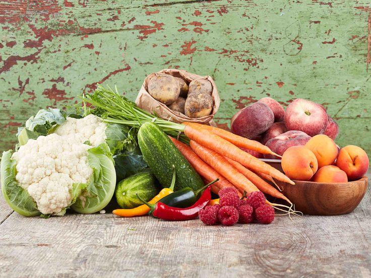 Hyödynnä ruoanlaitossa sesongin kasvikset: kukkakaali, herneet, pinaatti, varhaisperunat, porkkanat, avomaankurkut, chilit, aprikoosit, paraguaya-persikat ja...