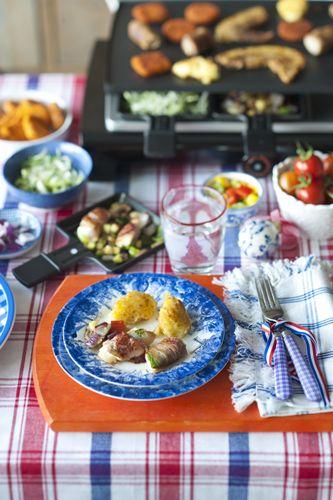 René Pluijm wikkelt witvis in krokante bacon met aardappel-knolselderijpuree. Voor een echt Hollandse gourmet! Recept uit: de Coop Keukentafelgids winter 2013-14.