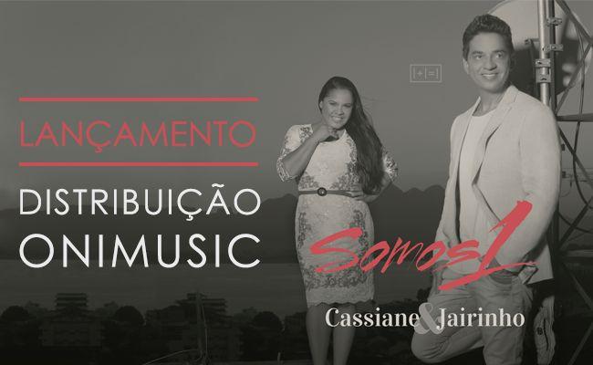 """A cantora Cassiane e a Onimusic celebram parceria de distribuição. O acordo comercial foi firmado no mês de julho de 2014 e inicia-se com a distribuição, em todo o Brasil, de """"Somos 1"""", o mais novo lançamento em CD da dupla Cassiane & Jairinho.   O CD """"Somos 1"""" chega às lojas e livrarias cristãs de todo o Brasil na primeira quinzena do mês de agosto, mas, o clipe da faixa """"Te Amo, Te Quero"""" já está disponível no canal de Cassiane no Youtube."""