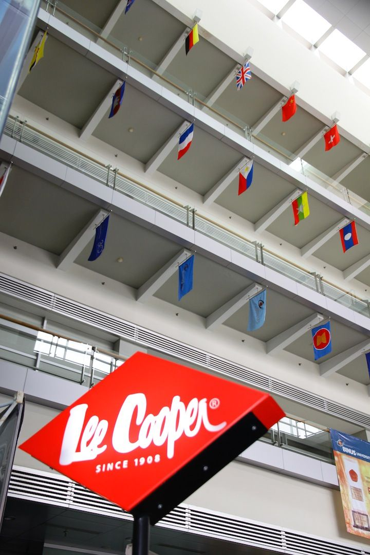 Lee Cooper in different angle.