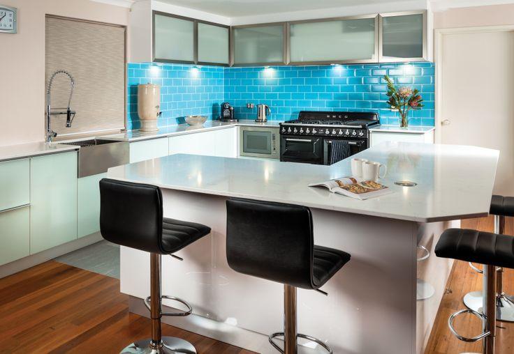 Bold colours offset this Craftsmen range kitchen.