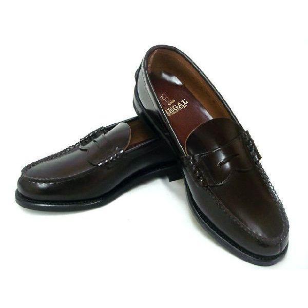 REGALを代表するローファー!!30年以上モデルチェンジをしていない定番商品です。グッドイヤーウエルト製法なので他の製法より、多くの部品と手間がかかる分,しなやかな靴が出来上がります。吸湿性・断熱性にも優れ、履き始めは堅めですが、履いているうちに、足裏の形をなぞるように中物が変形して、フィット感が高まります。(関連キーワード ビジネス靴 くつ)