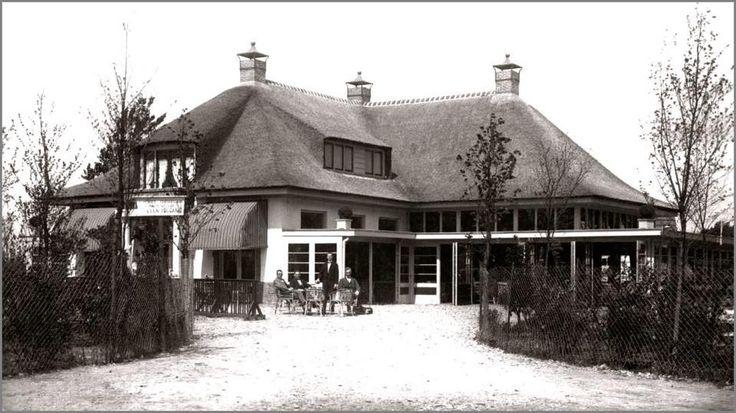 een foto van het prachtige pand van uitspanning 't Joostman  erve 't Joosteman. Dit was een boerderij gelegen aan de  Almelosche Aa.Op deze plaats is uitspanning 't Joostman gebouwd welke 1 September 1932 is  afgebrand.In hetzelfde jaar is op dezelfde plaats deschouwburg, dansgelegenheid het Groenendal gebouwd. Meerdere bekende artiesten zijn hier geweest. Helaas in 1972 afgebroken nadat een brand flinke schade had toegebracht.