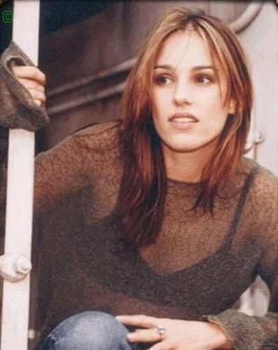 Amy Jo Johnson. Watching Felicity and just figured out where i've seen here before. She was the pink power ranger!!!! lol.