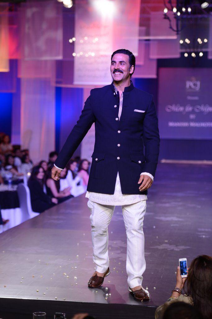 Akshay Kumar @ Mijwan Fashion Show