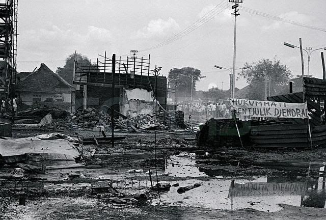 Image of an Indonesian village thought to be filled with communist and burn down by an anit-pki group during the Indonesian Killings of 1965.