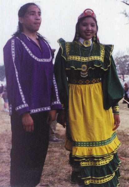 choctaw tribe essay This essay argues that mainstream, familiar concepts of a bordered south and a   for example, captivity narratives written before and during indian  (2001) by  leanne howe (choctaw) reaffirm what various indians in early.