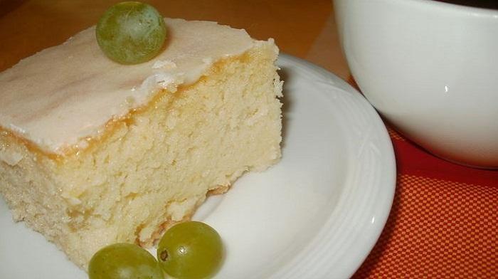 Необыкновенно нежный пирог! Подойдет для уютного домашнего чаепития. Этот рецепт выручит вас, если вдруг захочется сладенького, а времени будет в обрез.