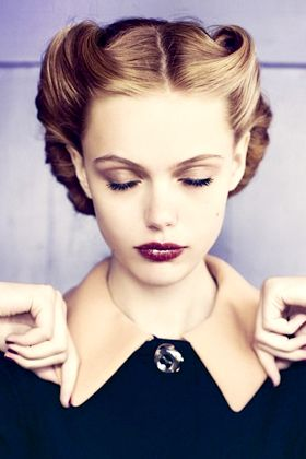 VictoryVictory Rolls, Shorts Hair, Vintage Hair, Makeup, Beautiful, Pin Curls, Hair Style, Retro Style, Retro Hairstyles