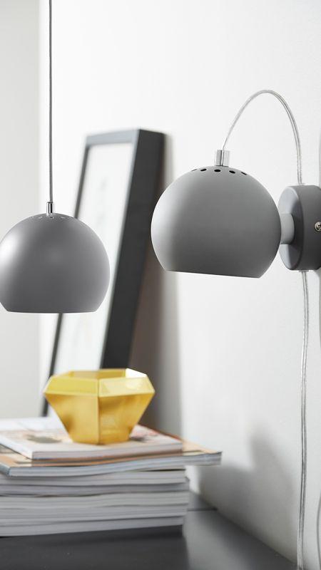 En 1968 Benny Frandsen estaba luchando por su empresa Frandsen Lamper. Al diseñador le gustaba mucho las formas geométricas, pero se dio cuenta que la gente no querían lámparas cuadradas, sino le gustaba más las lámparas redondas y con formas orgánicas.  #diseño #decoración #decoraciondeinteriores #nordika #nordikadesign #lampara #iluminacion #lamparadepared #walllamp