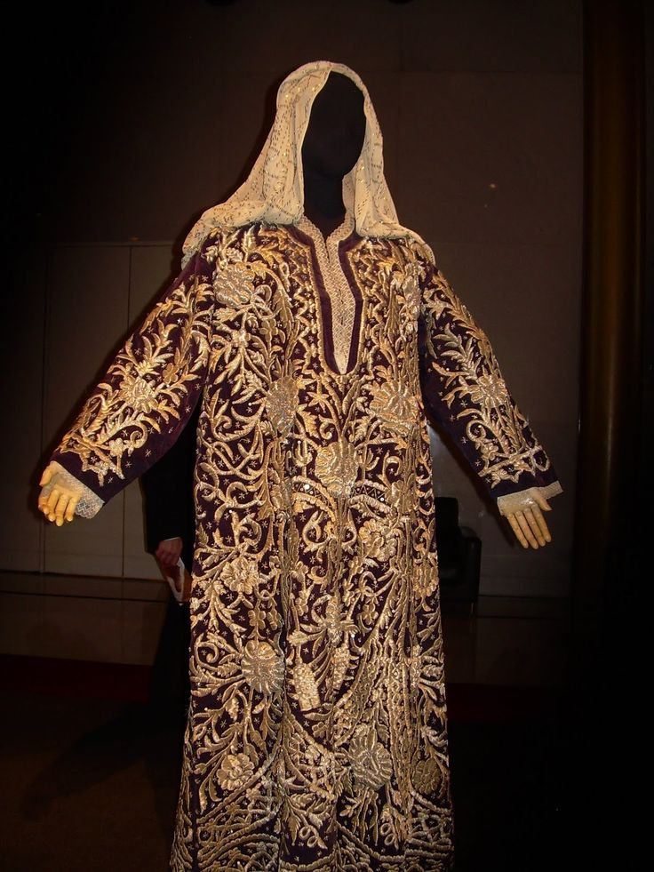 Look at this amazing Bindalli and marvel over Turkish talent! It says in other Pinboard that this is Syrian ,but that is wrong. This was only produced in Turkey , but like many other costumes it might have been purchased in Turkey or brought by a Turkish woman who lived in Syria. (Pharyah)