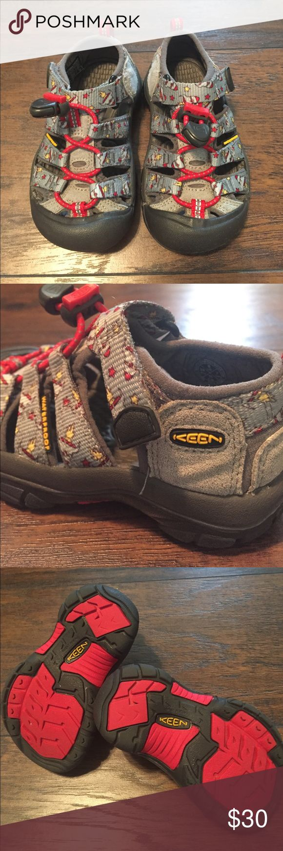 KEEN Kids Water Shoe {8} 💙 Excellent condition KEEN watershoes, toddler boy size 8. They are grey and red with rockets. They look brand new! 🚀 Keen Shoes Water Shoes