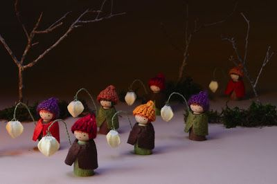 We bloom here: For the autumn nature table. Lantern walk.