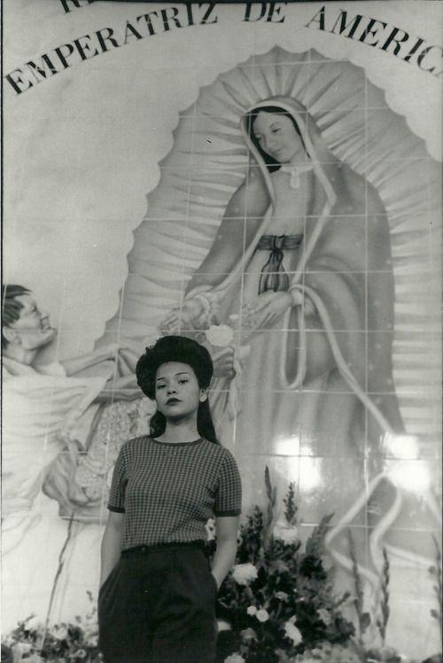 sixtysixsix:  Rosas para la virgen, Placita Olvera.