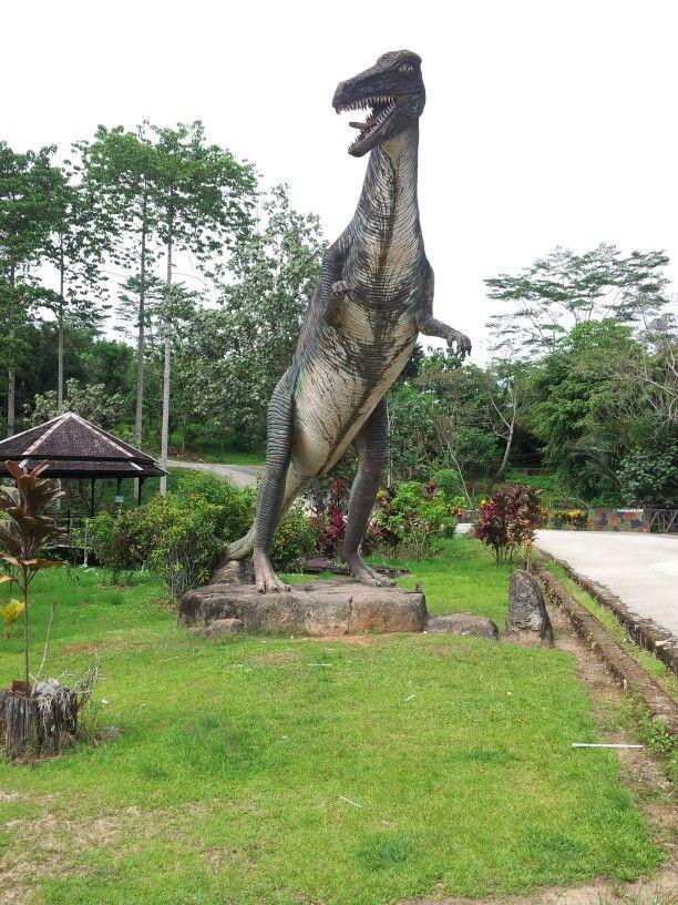 Dinosaurs welcome statue - Kebun Raya, Samarinda