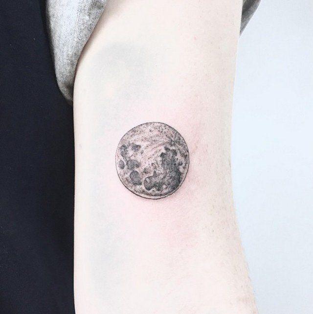 Après avoir étudié le dessin et le graphisme,Caitlin Thomas (aka LucidLines) a ouvert son salon de tatouages à Adelaide, dans le sud de l'Australie.