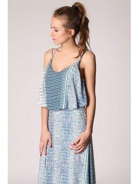 *Blauwe maxi jurk gemaakt van lichte bedrukte fijn draagbare stof.  V-halslijn op voor en achterkant met spaghetti bandjes en gekruist design op de rug.  Dubbel lagen design.