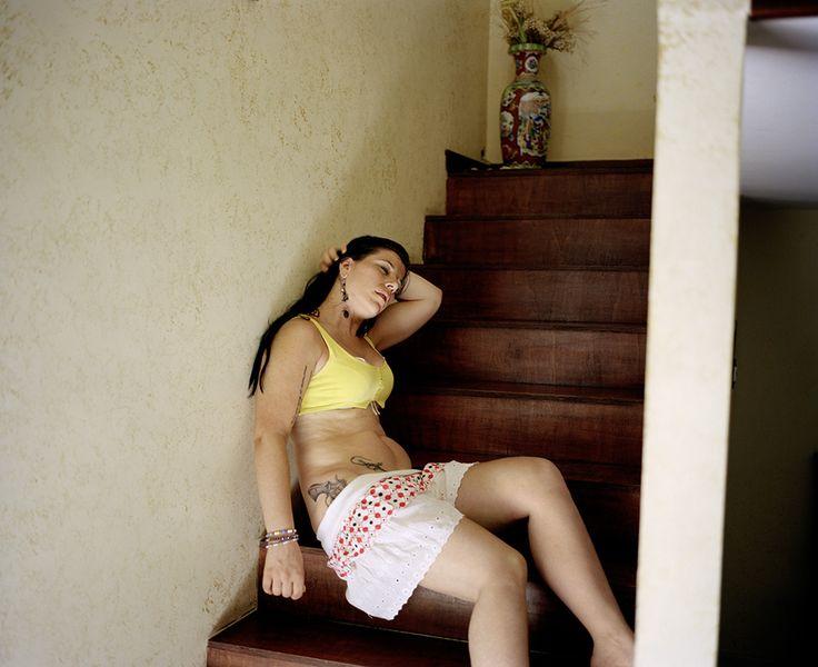 Valerio Spada (2010), Women Under House Arrest, dalla serie Gomorrah Girls, Inkjet print on Crane Museo Silver Rag, Cm 66 x 80.