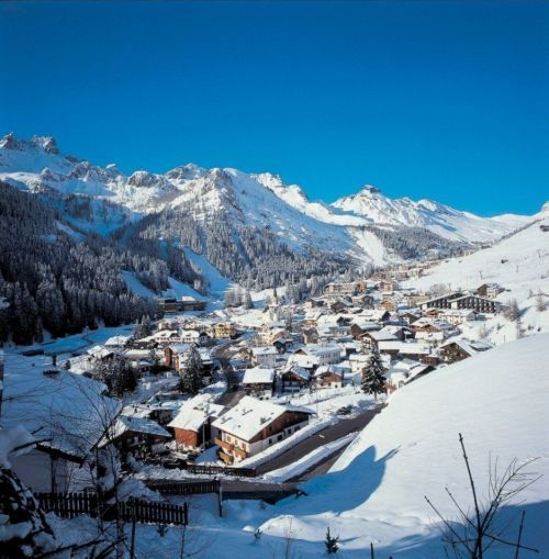 Arabba Marmolada, il centro del sellaronda.   Dalla prossima stagione un semaforo sulla via degli sciatori?