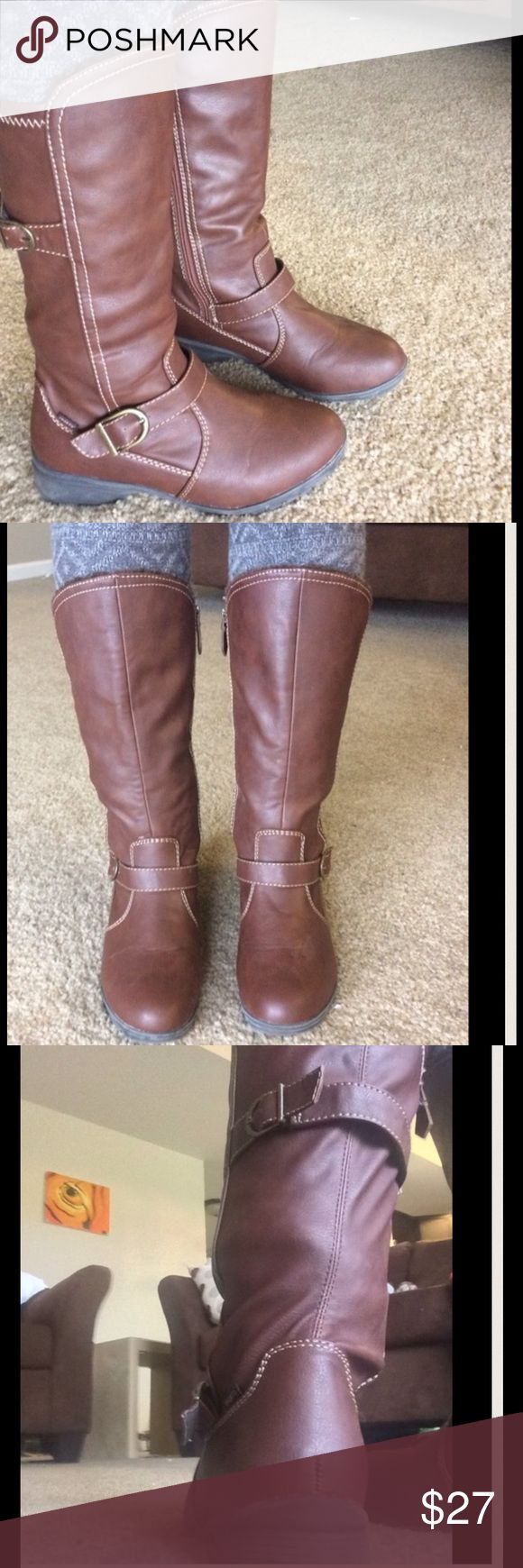Brown sporto boots Sporto boots with rubber soles, no obvious damage. Brown with riding style buckles, perfect for winter! Faux fur lining on the front inside Sporto Shoes Winter & Rain Boots