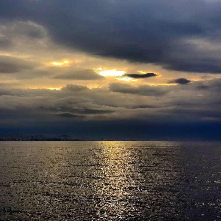 Muhteşem kışa veda kahvaltımızın coşkulu paylaşımının ardından martılar eşliğinde adaya dönüş zamanı...  #kışaveda #kahvaltı #büyükada #gülümse #mertguler