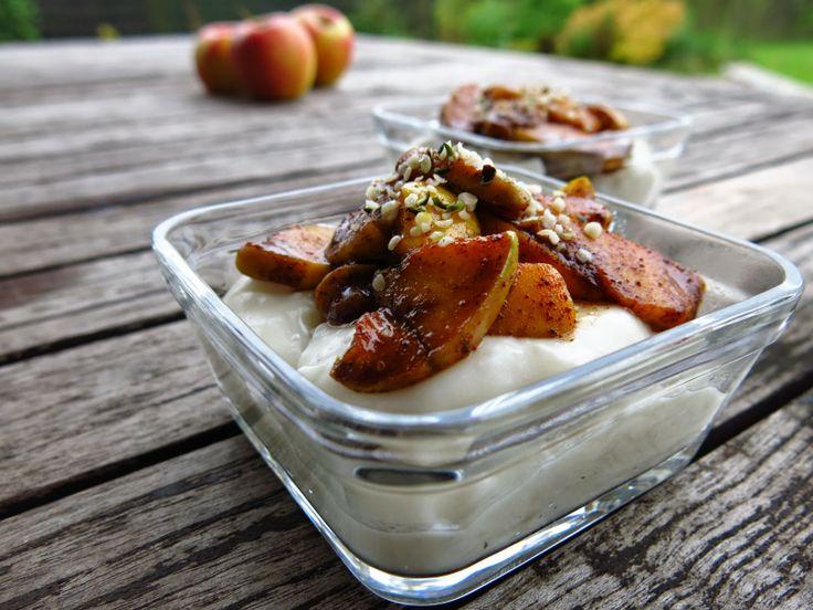 Blue Almonds : Legumina z Tapioki z Prażonymi Jabłkami (vegan)