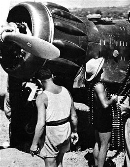 North Africa Second World War Italian Air Force refuelling a fighter plane. Pin by Paolo Marzioli
