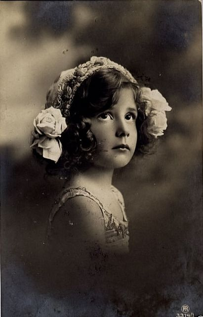 I want my future daughter to take a picture that is like this. Just very vintage. :)