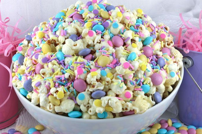 Celebration Popcorn – a colorful and yummy popcorn treat that would be a great E…   – Party Ideas