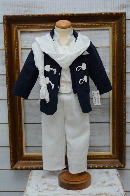 Κουστουμάκι βαπτιστικό για αγοράκι λινό Ελληνικής ραφής . One size κατάλληλο για ηλικία μέχρι 1,5 έτους.  Η τιμή περιλαμβάνει   πουκαμίσα πατελονάκι σακάκι το κασκόλ της φωτογραφίας
