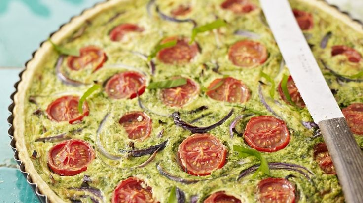 Lasst Frühlingsgefühle erwachen: Bärlauch-Quiche mit Tomaten | http://eatsmarter.de/rezepte/baerlauch-quiche-mit-tomaten
