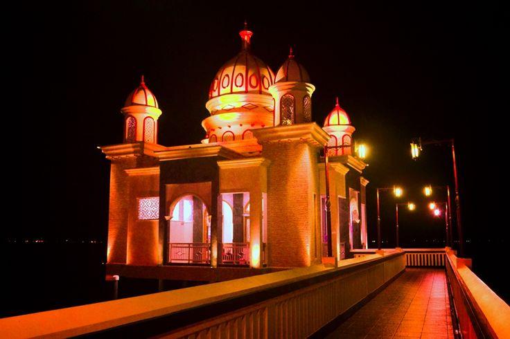 Mesjid Terapung di Pantai Talise