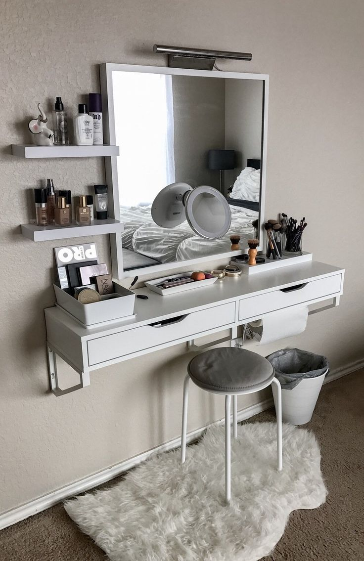 Beautiful battle station. 17 Best ideas about Small Bedroom Organization on Pinterest