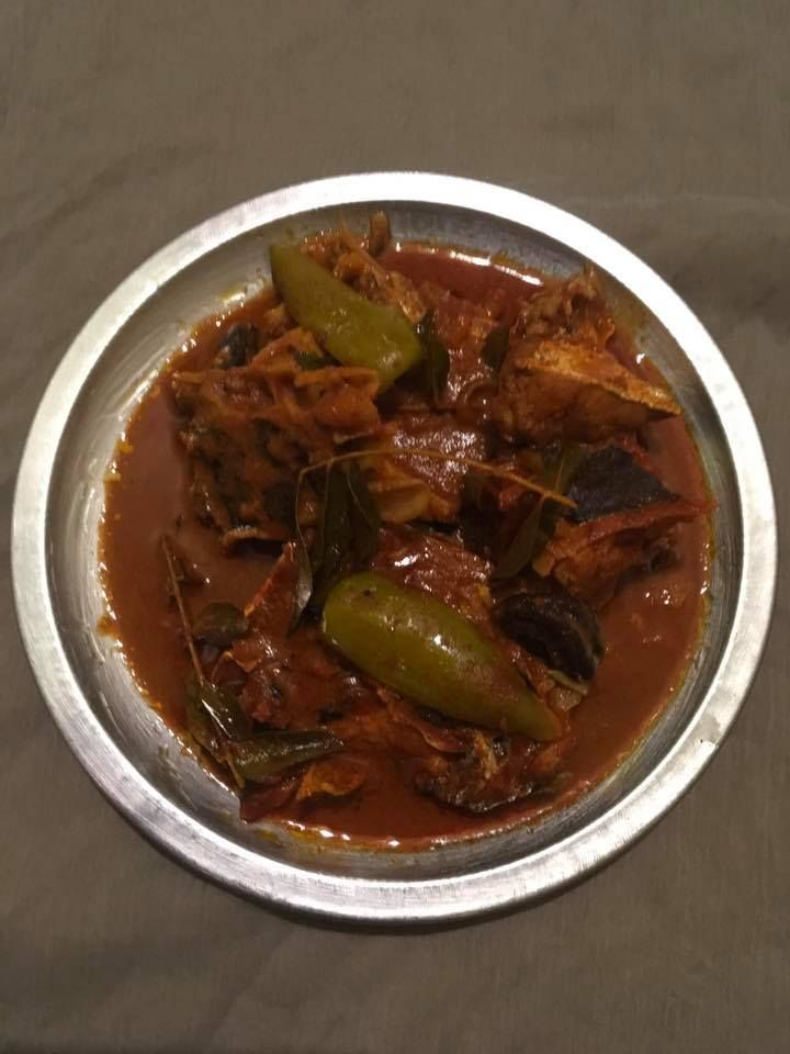 പിരിയൻ മുളകരച്ച ഷാപ്പ് മീൻ കറി Piriyan Mulaku Aracha Shappile Meen Curry