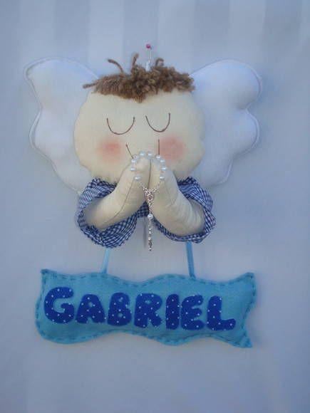 Plaquinha porta de maternidade anjinho orando, faço todos os nomes e cores. R$ 32,00
