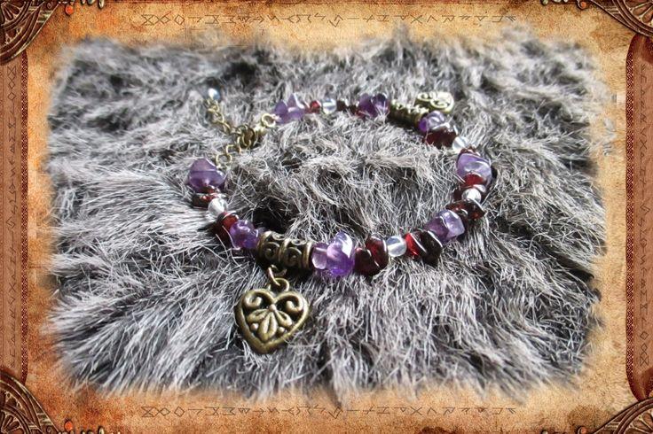 """Bracelet en améthyste, grenat et opale, de style ethnique, en fil à mémoire de forme, """"Mamma"""" : Bracelet par freyja-s-faeries"""
