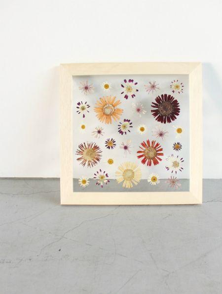 FLOWER ADJUSTMENT さんの押し花。 全て手作りで出来た時間の変化を共に感じていけるアート。