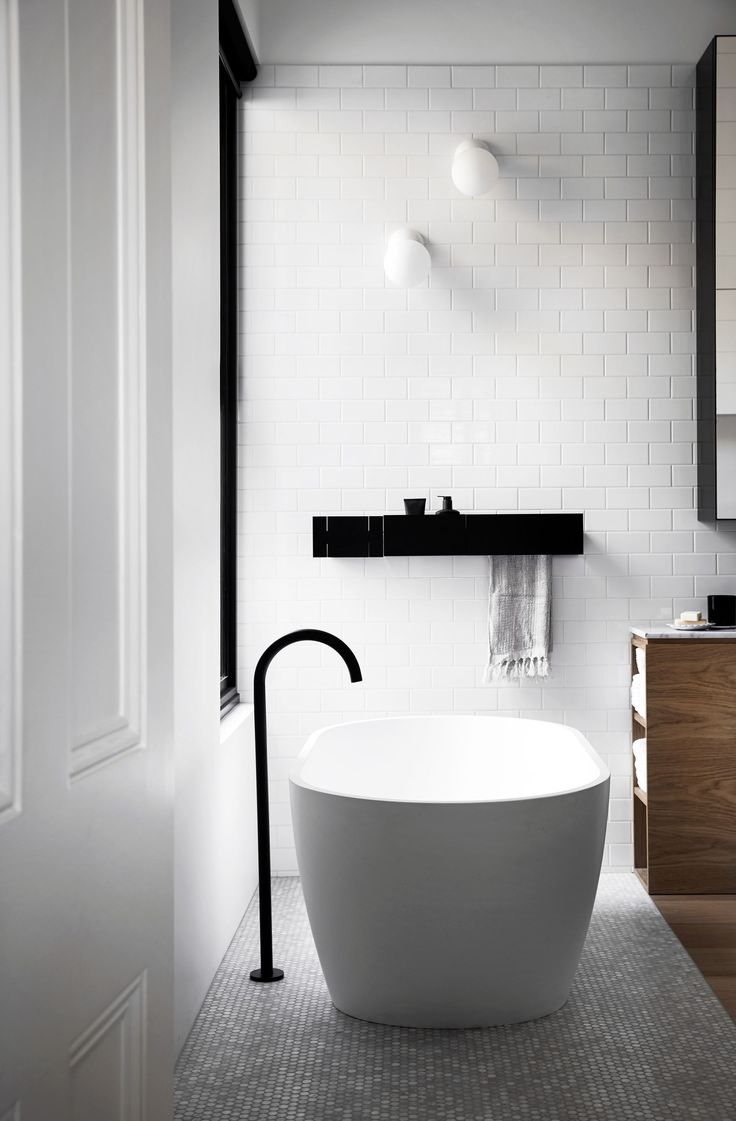 Freestanding bath from modern refurbishment and extension of an Edwardian house in Melbourne by Whiting Architects. Photography: Sharyn Cairns