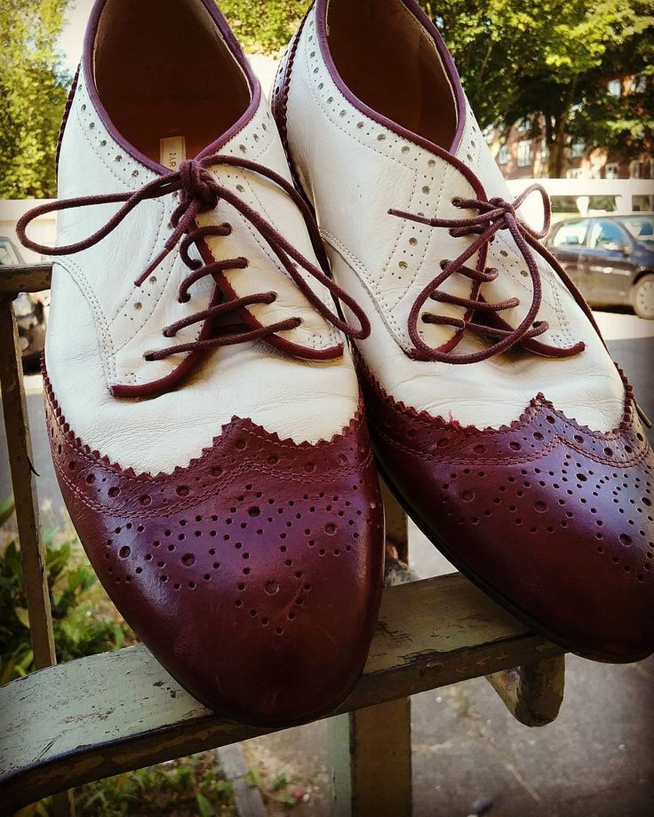 You can never have enough shoes!  #humanavintage #humanaaltona #humanahamburg #humanasecondhand #humanasecondhandshop #vintagestyle #vintagefashion #shoes #brouges