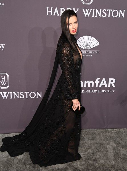 Adriana Lima Photos Photos - Model Adrian Lima attends the 19th annual amfAR's New York Gala to kick off NY Fashion Week at Cipriani Wall Street on February 8, 2017 in New York City. / AFP / Angela Weiss - 19th Annual amfAR New York Gala - Arrivals