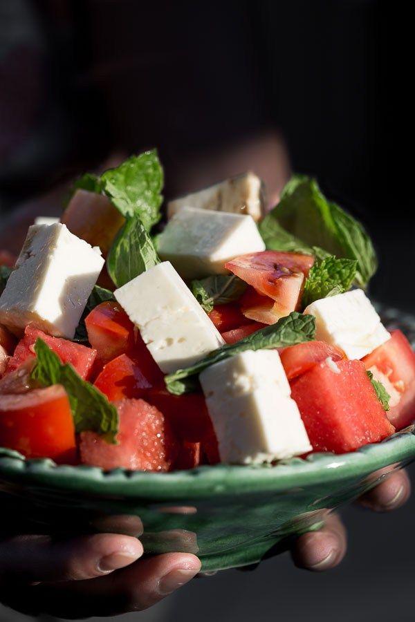 Grécky Melón, Paradajka & feta šalát s mätou - čerstvý, letné príchute sú pripravení kopať všetky ostatné šaláty k obrubníku.  Táto vegetariánska potešenie je pripravený zmeniť svoj život za 5 minút.  |  wandercooks.com